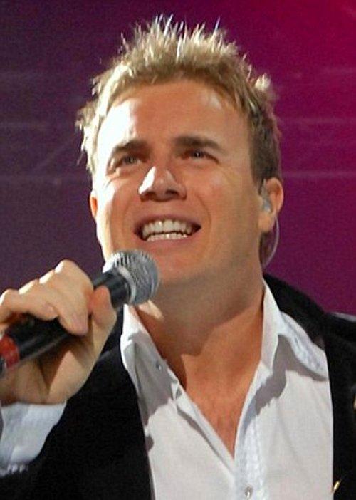 Ailesiyle İngiltere'de yaşayan Gary'nin ismi 90'ların hit gruplarından Take That'in üyesi Gary Barlow'dan geliyor.