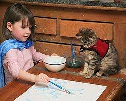 5 Yaşındaki Otizmli Küçük Kız ile Kedisinin Yürek Isıtan Fotoğrafları